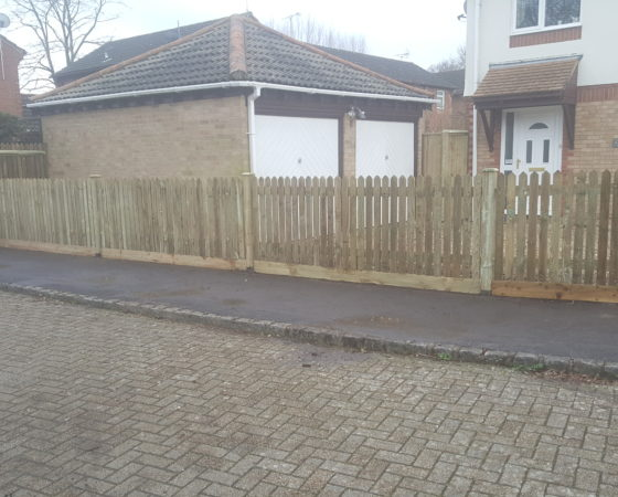 4ft Pointed picket on timber posts and timber gravelboards